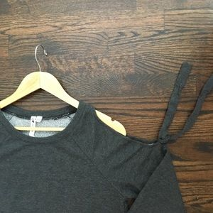 Cable & Gauge Sweaters - Cable and Gauge Gray Sweater Cold Shoulder Size M